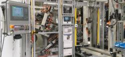 Das VW Motorenwerk Chemnitz setzt für seine Montagelinie der Drei- und Vierzylinder-Ottomotoren das elektronische EKS-Schlüsselsystem EKS von EUCHNER ein. Individualisierte EKS-Schlüssel für jeden Mitarbeiter gewährleisten, dass nur autorisierte Benutzer wichtige Prozessparameter an der Maschinensteuerung ändern und in einer Sonderbetriebsart arbeiten dürfen.